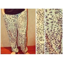 Удобные и красивые женские брюки свободного кроя, с карманами. Размер-М