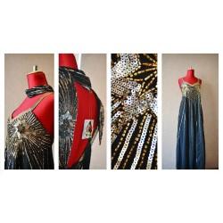 Элегантное вечернее платье, украшенное бисером и пайетками, ручная работа. Сзади на молнии.
