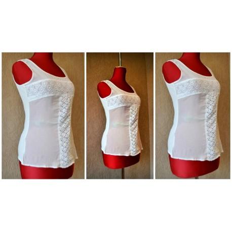 Белая блуза без рукавов. Спереди - 100% шиффон, сзади - 100% котон. Украшена кружевной тканью. Размер-S,M