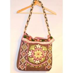 Индийская котоновая сумка ручной работы, розовая с зеленым. Закрывается на две кнопки. Длинна ручка через плечо.
