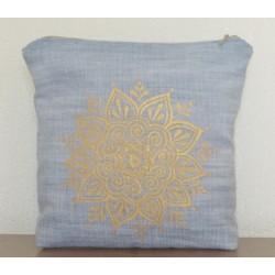 Косметичка джинсовая голубая декорирована ручной росписью