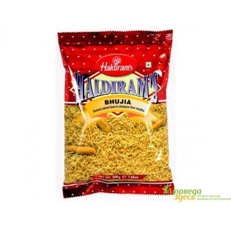 Закуска чипсы Банановые со вкусом томата, Haldiram's Aloo Bhujia 200г. острый индийский снек.