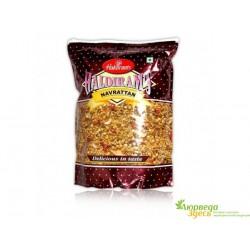 Закуска Навраттан микстур, Haldiram's NAVRATTAN 200г. острый индийский снек.